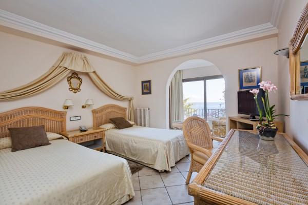 Habitaciones del hotel cap roig de playa de aro brava for Habitaciones familiares andorra