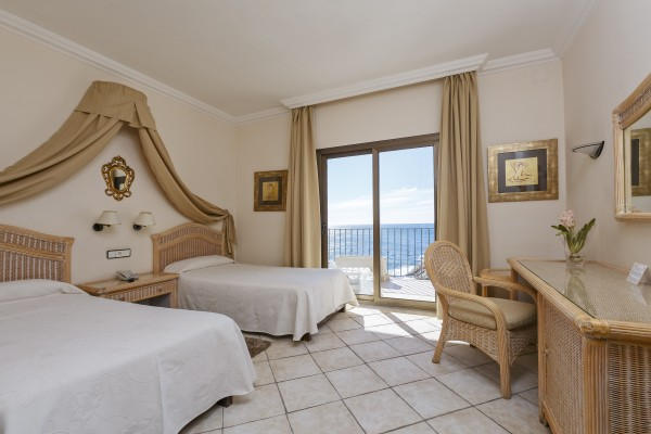 Superior Triple Room with Sea View for 2 adults+ 1 child (4 to 10 y.)
