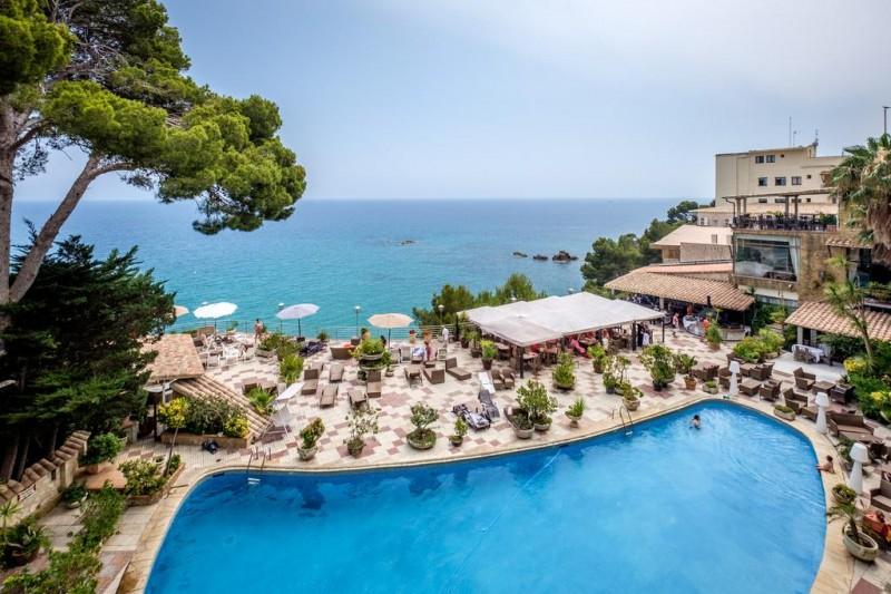 Conoce el hotel cap roig 4 en playa de aro costa brava for Piscinas costa brava